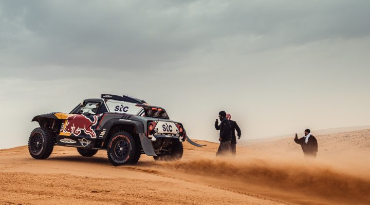Dakar 2021 // Stage 7: Second and third place for Peterhansel and Sainz